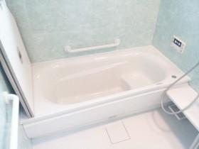 保温性が抜群です!TOTO魔法びん浴槽<br /> 半身浴に最適な浴槽内ステップありです