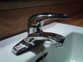 SANEI製シングルレバー混合水栓に交換です!