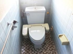 取替え前 約20年使用された様式トイレ