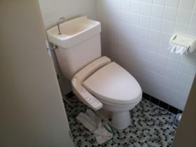 取り換え前 20年経過のトイレ