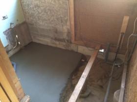 タイルのお風呂解体後です。<br /> TOTOのシステムバスルームサザナが入ります。