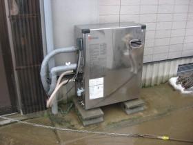 新給湯器設置完了です。ペットさんが写ってますね。