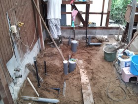 宅内の下水道工事中