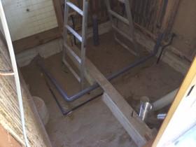 トイレの解体後です。<br /> LIXILのタンクレストイレが入ります。